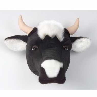 Baby dierenkop koe aan muur knuffel