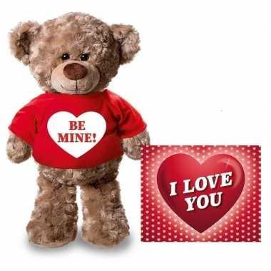 Baby valentijn valentijnskaart knuffelbeer be mine rood shirt